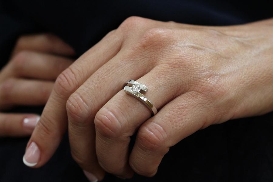 anillo oro blanco diamante - donde comprar anillos compromiso alicante - mejores joyerias alicante - joyeria alicante - marga mira joyeros