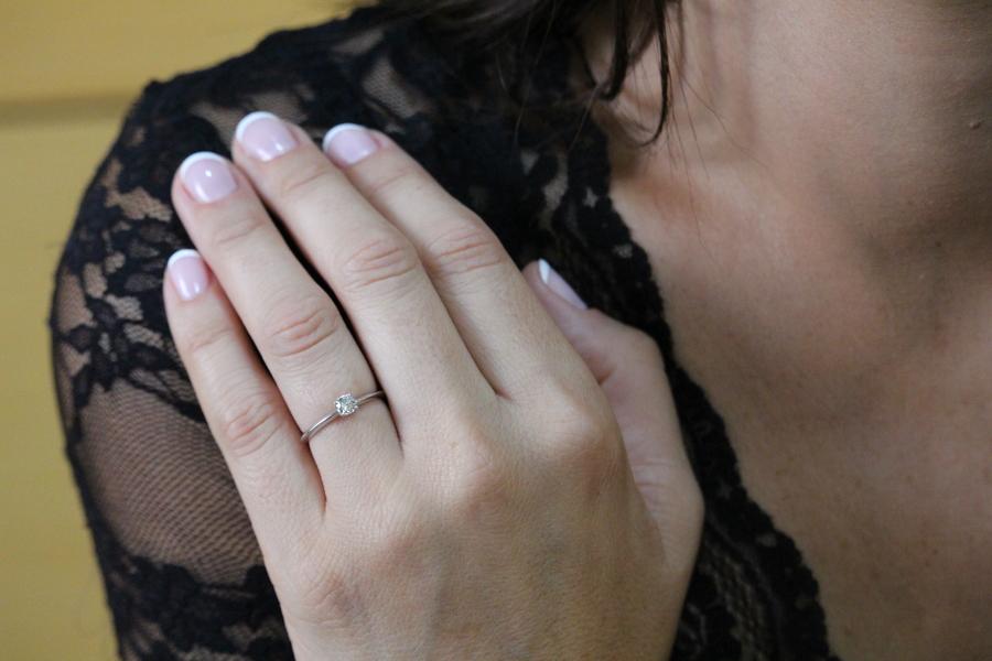 anillo de pedida con diamantes