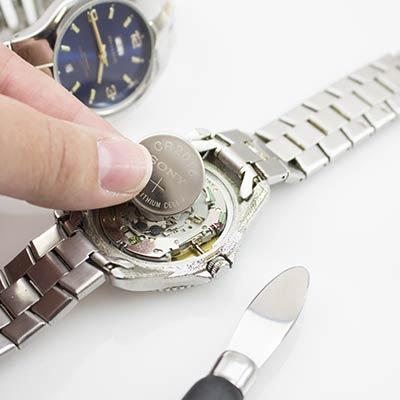 cambiar pila reloj alicante - mejor taller relojeria alicante - relojeros alicante - arreglar relojes alicante - joyeria marga mira - relojerias alicante