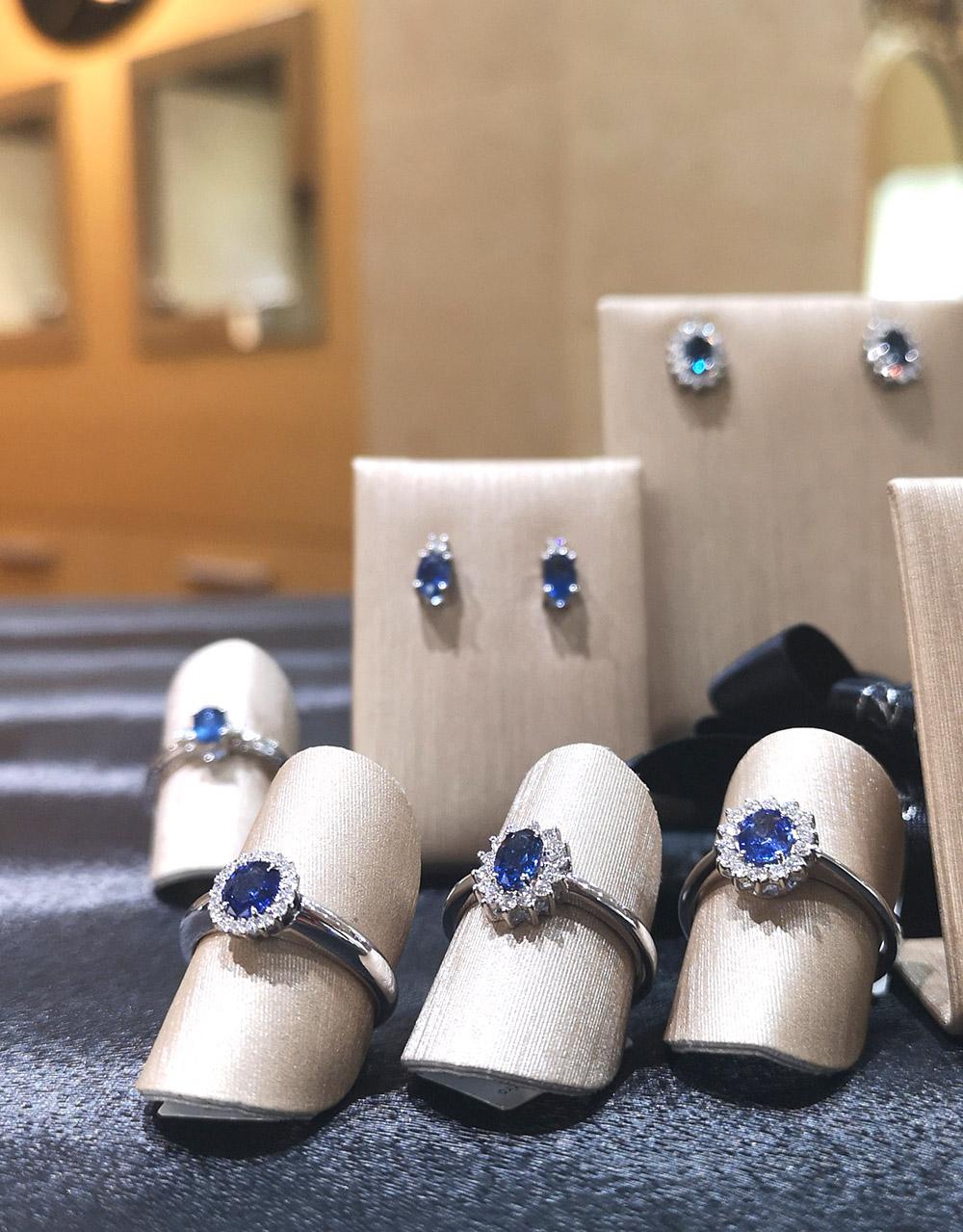 joyas oro blanco y zafiro azul - anillos zafiro azul - pendientes zafiro azul - colgantes zafiro azul