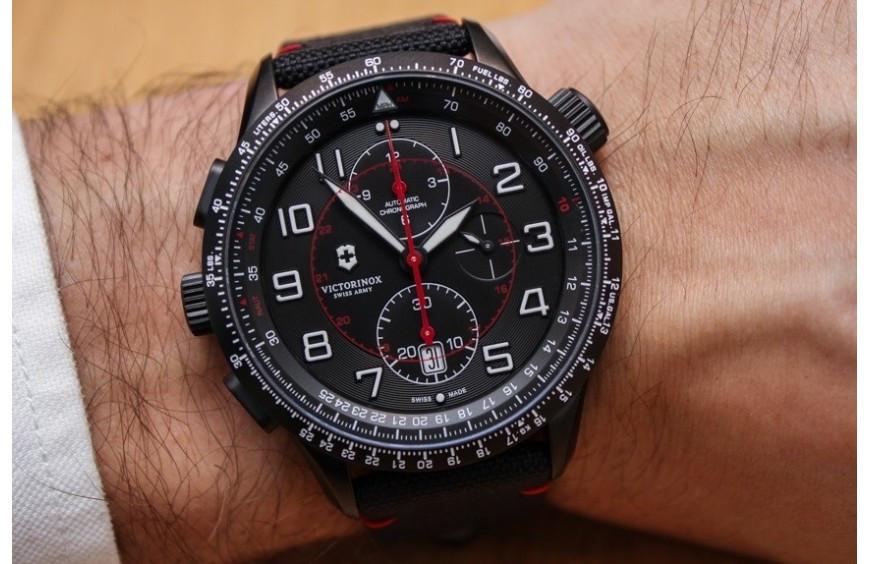 Relojes Victorinox se anota otro tanto. Colección Airboss Black Edition